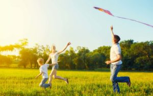 Weisser Insurance - Homepage Family Running Around with a Kite